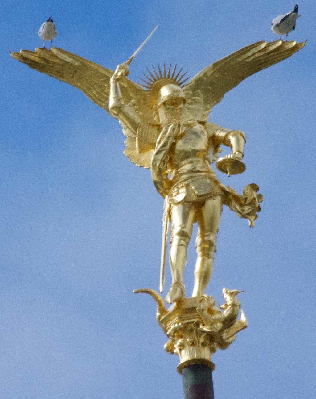 arcangel-michael-mont-saint-michel