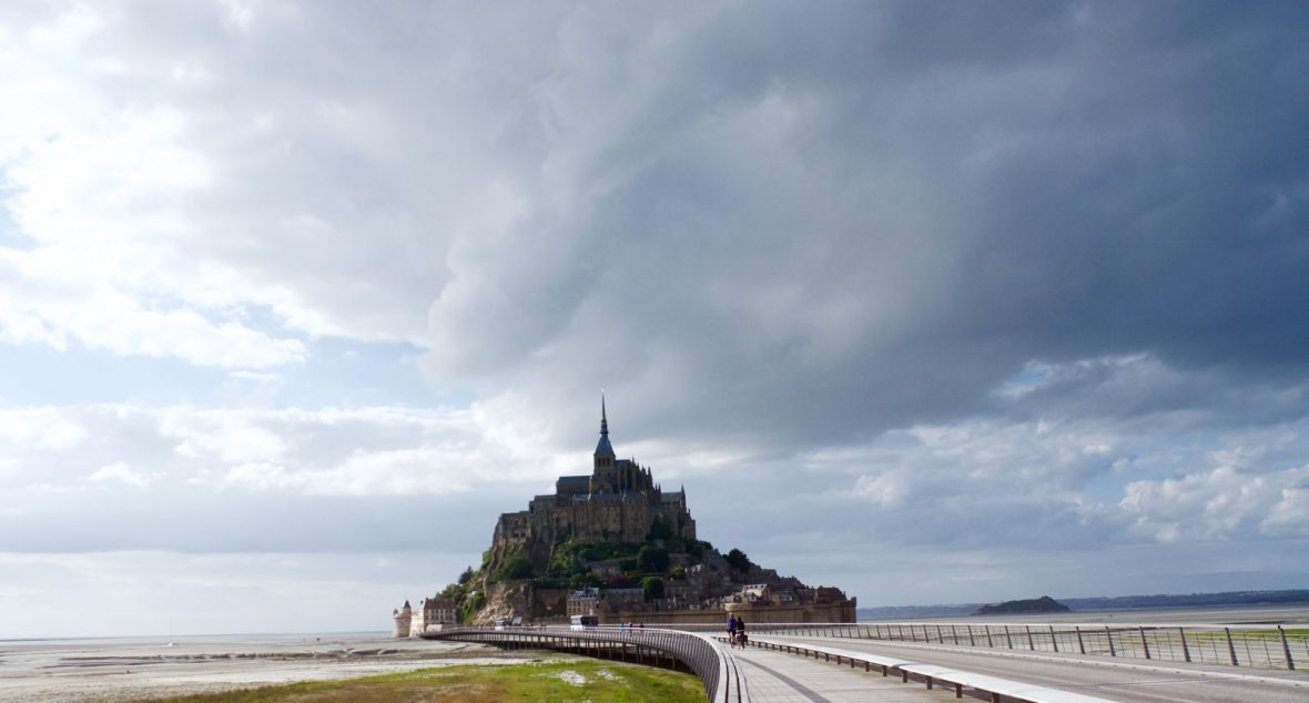 mont-saint-michel-clouds