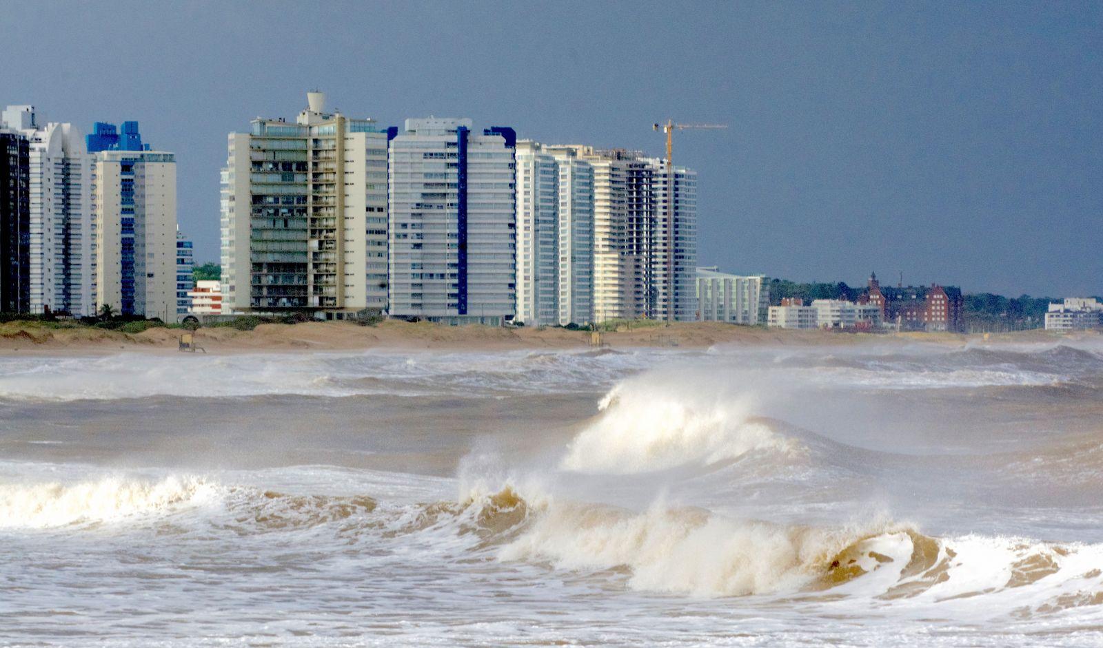 punta-del-este-waves-uruguay