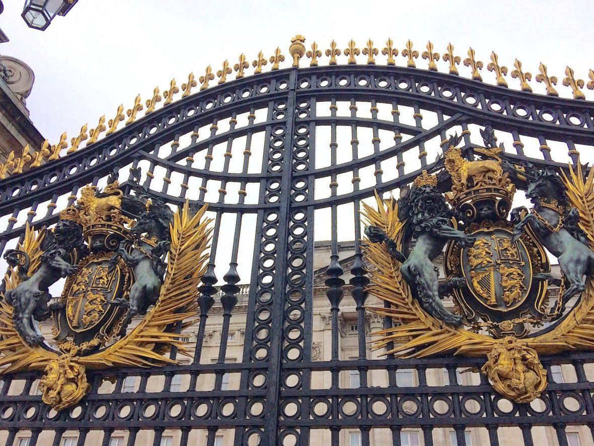 buckingham-palace-gates