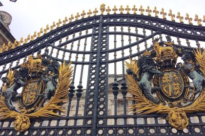 buckingham-palace-gates