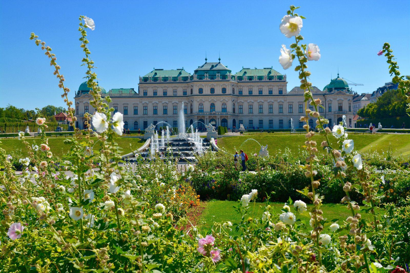 exterior-flowers-belvedere-palace-museum-vienna