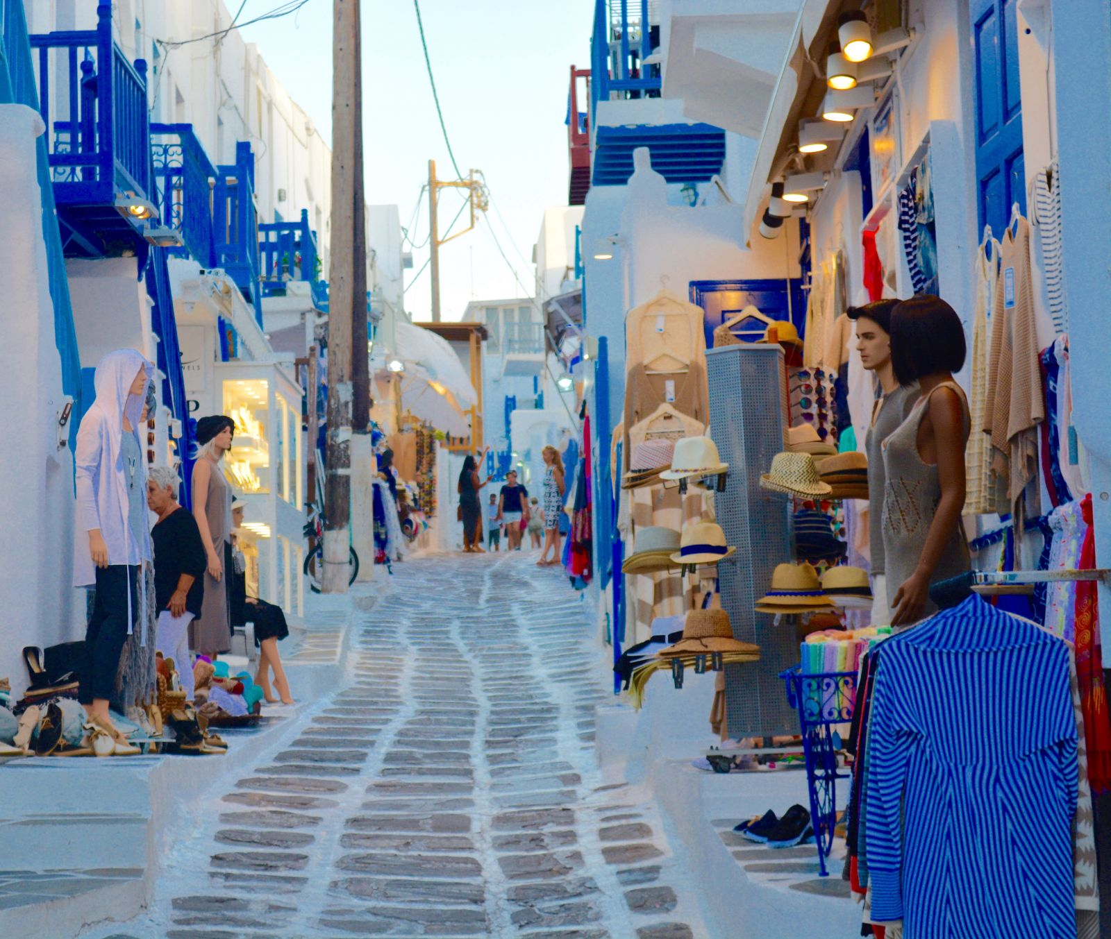 mykonos-shopping-street