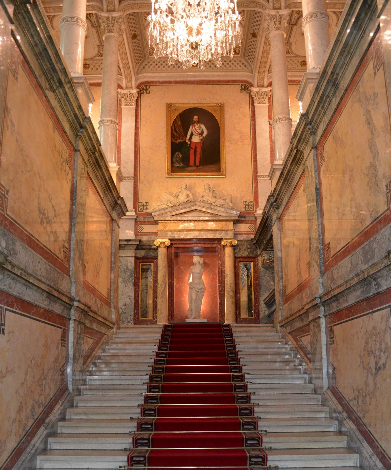 grand-staircase-hotel-imperial-vienna