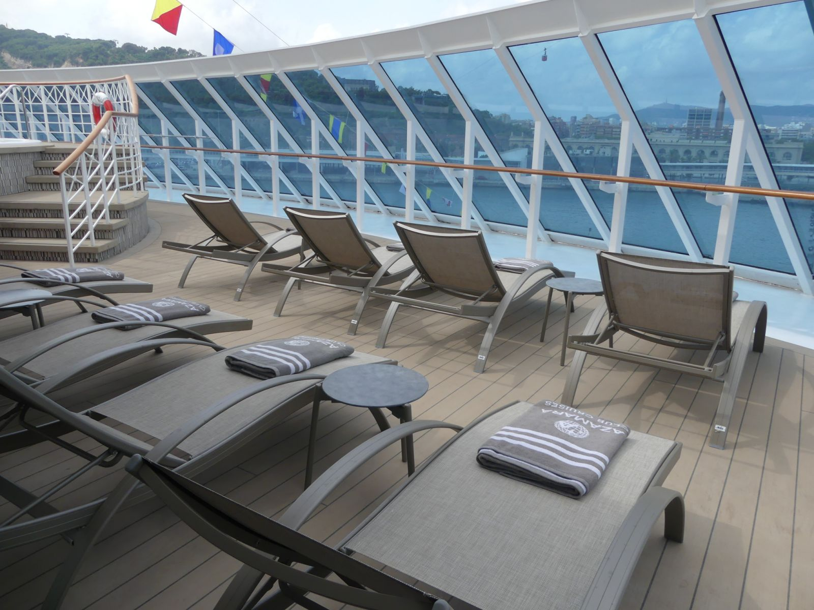 azamara-cruise-lounge-deck