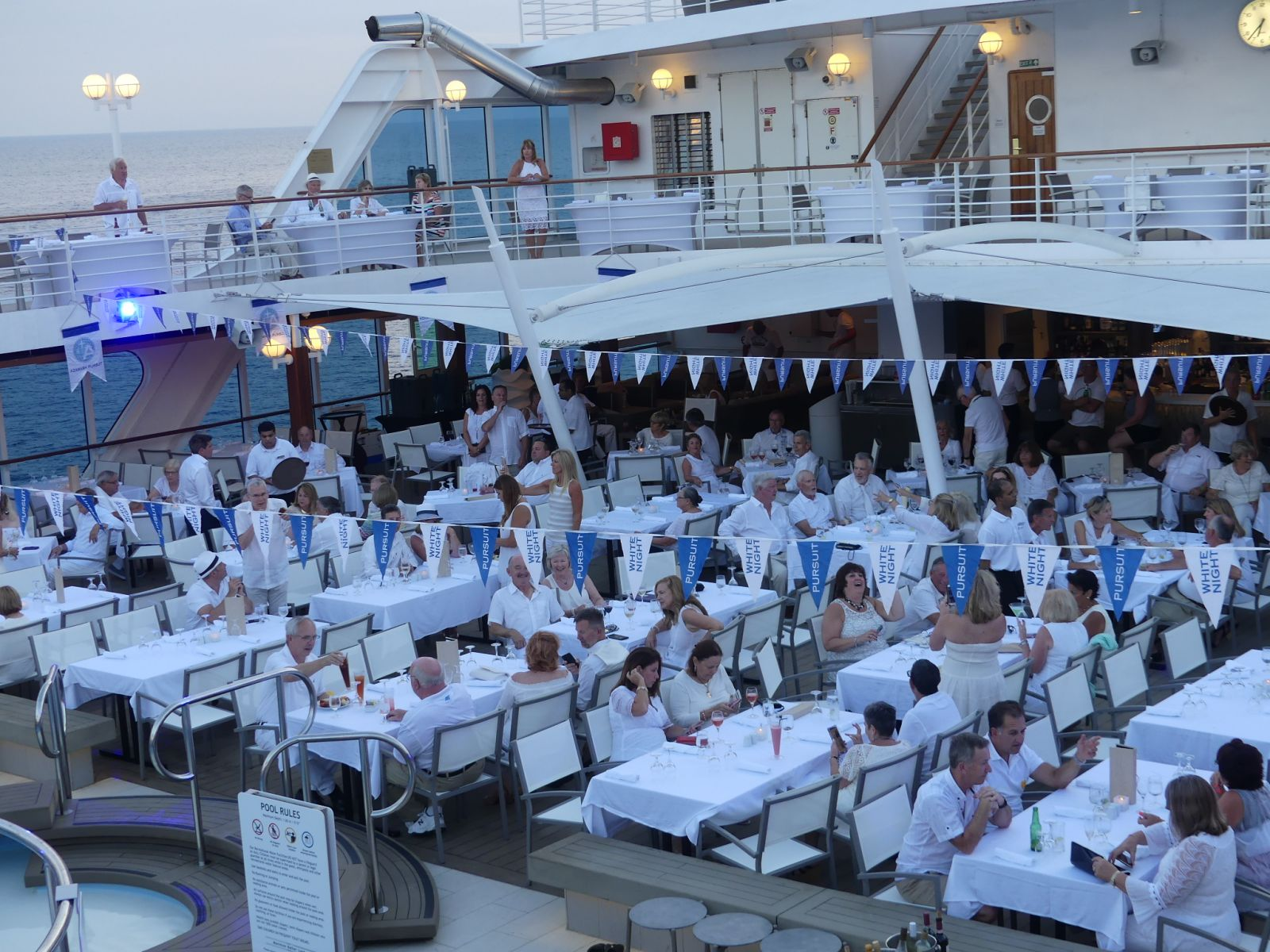 azamara-deck-dinner-in-white
