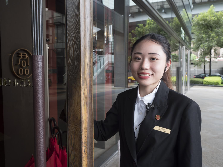 Hotel Palais de Chine host