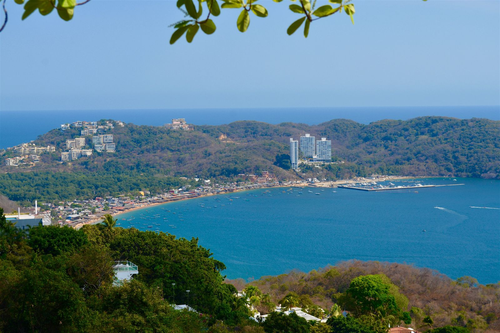 view-across-acapulco-zibu-restaurante