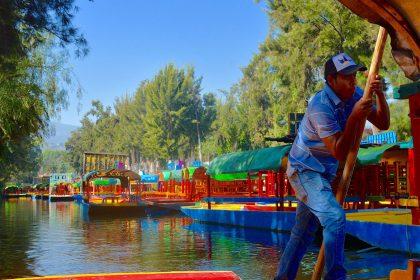 xochimilco-gondolier