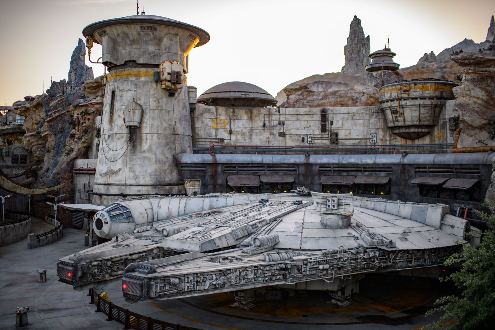 disney-millennium-falcon-star-wars
