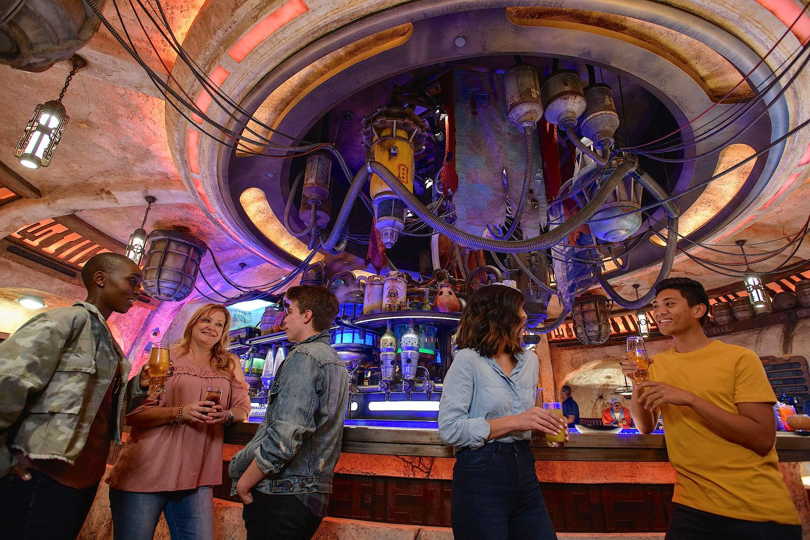 Star-Wars-Galaxy's Edge-Cantina