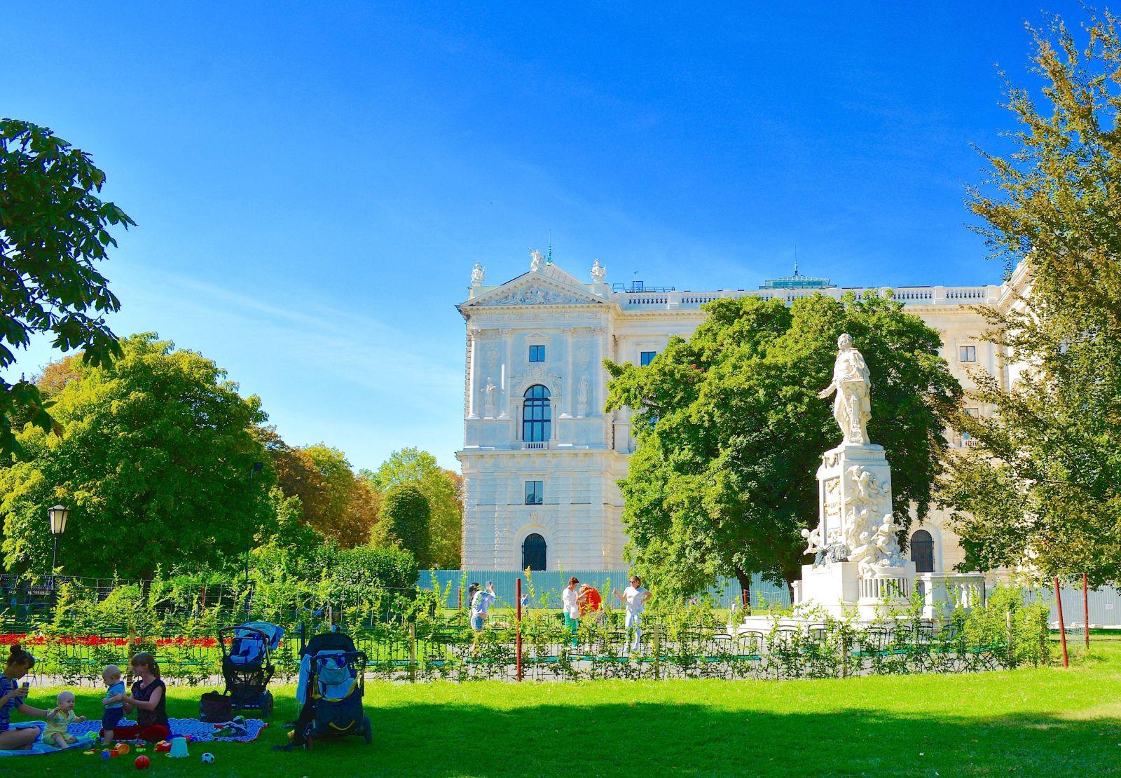 mozart-statue-vienna-imperial-gardens
