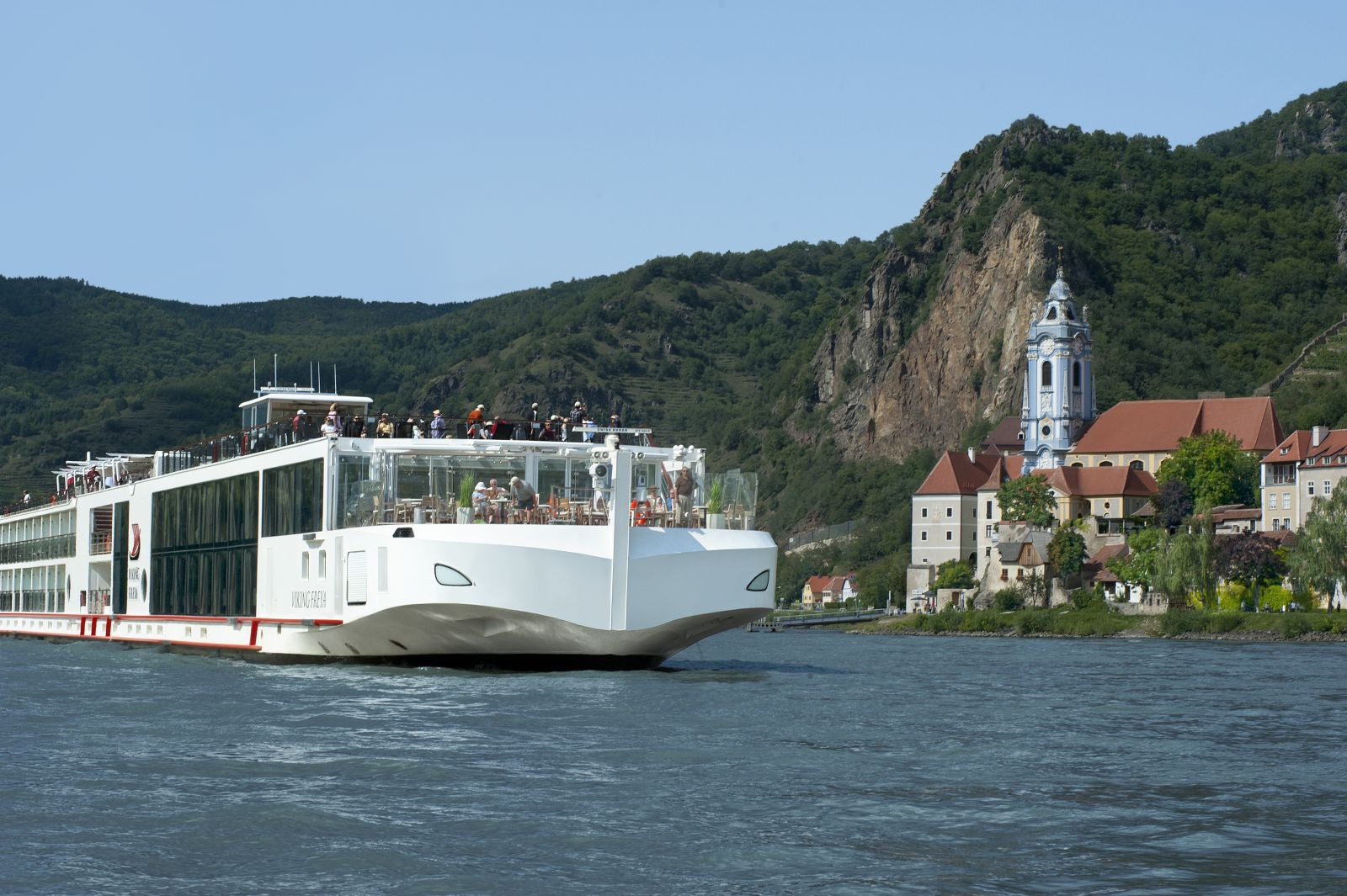 sailing-through-Krems-viking-cruises