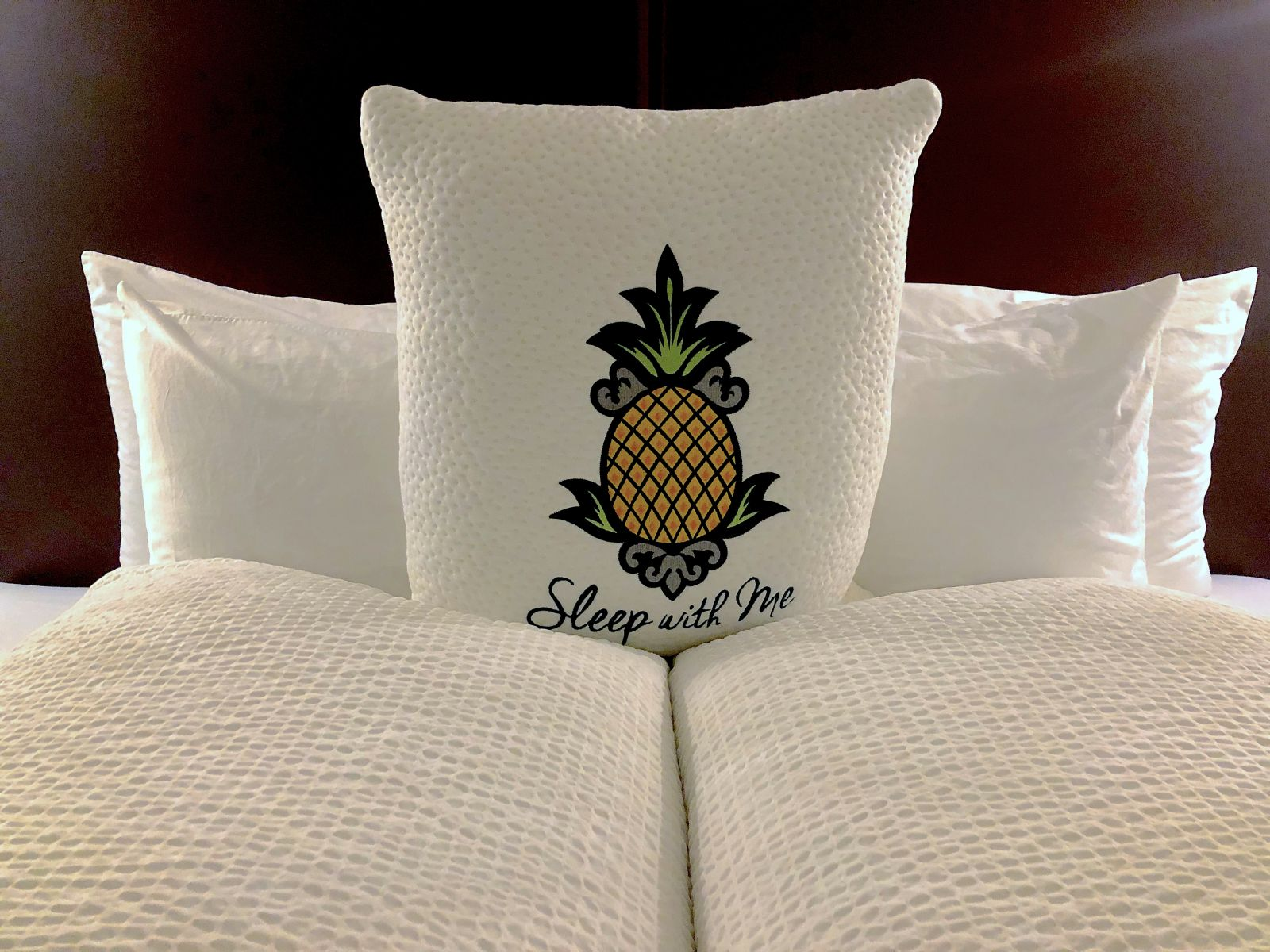 staypineapple-new-york-bed