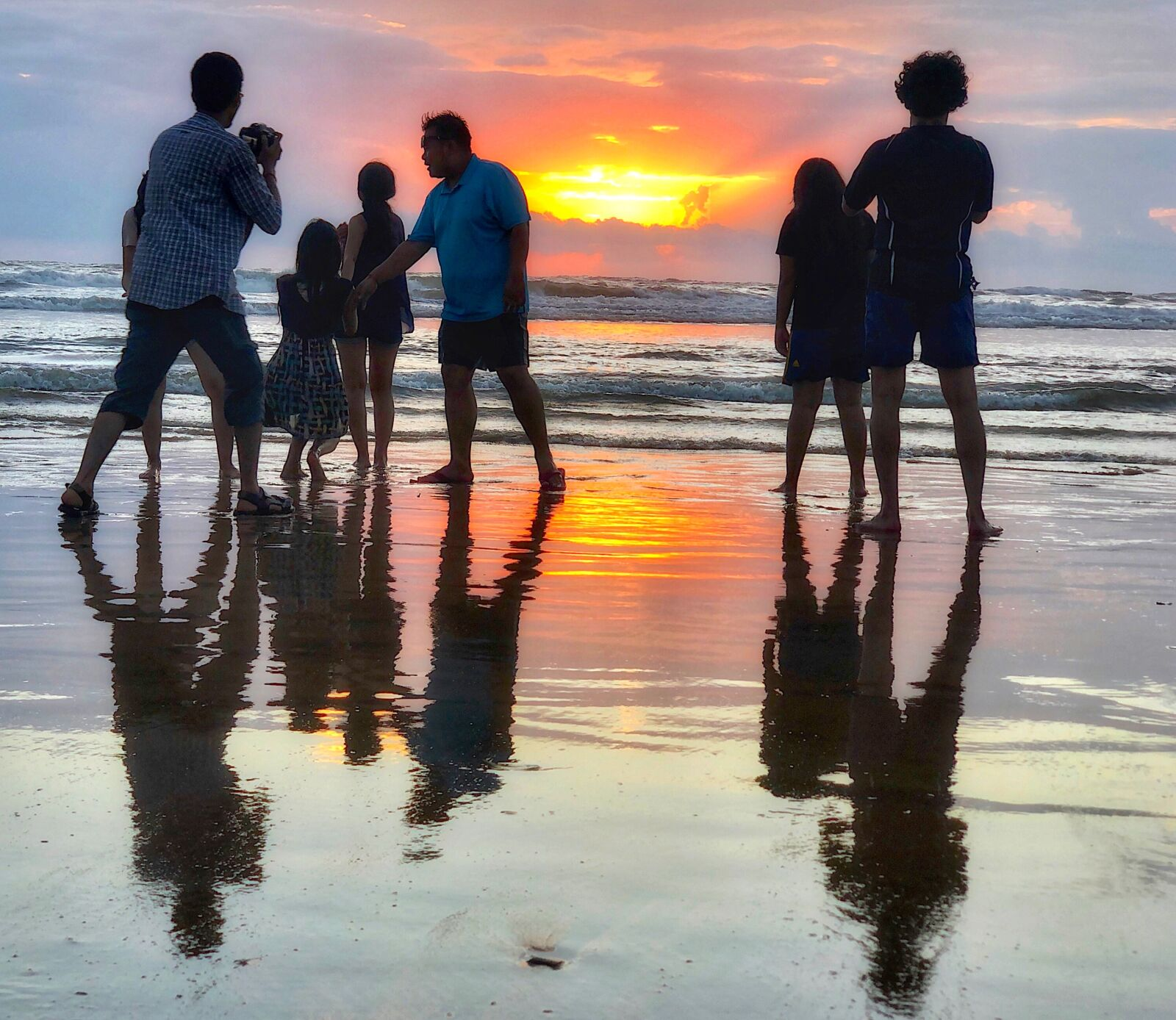 baga-beach-family-sunset-goa