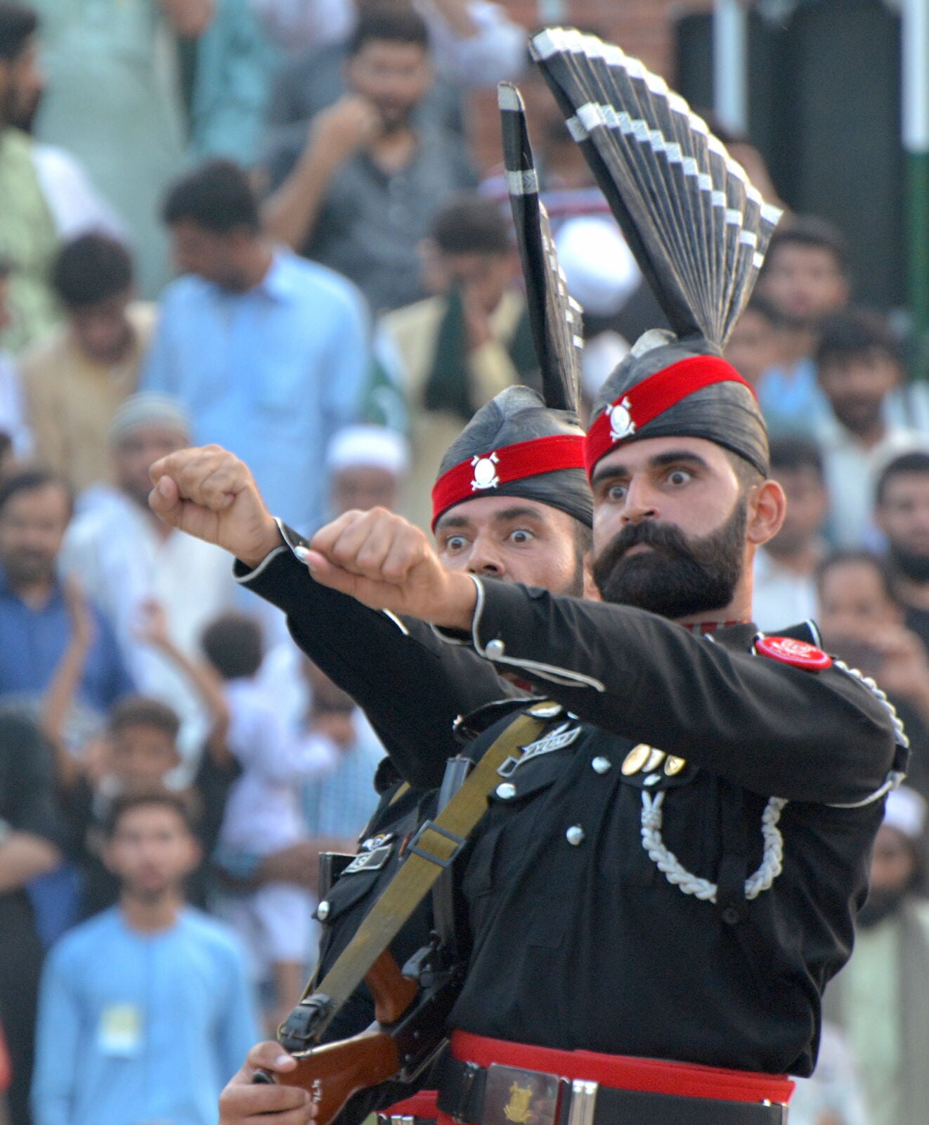 wagah-border-pakistan-officers-eyes-out